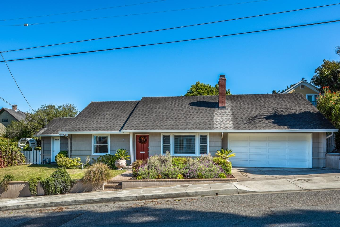 Detail Gallery Image 1 of 1 For 307 14th St, Pacific Grove, CA, 93950 - 3 Beds | 2 Baths