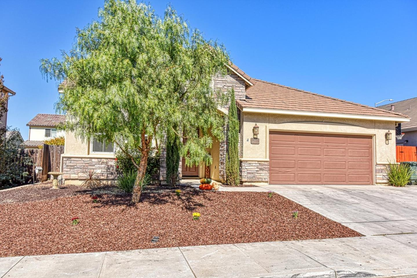 Detail Gallery Image 1 of 1 For 1330 Brigantino Dr, Hollister, CA, 95023 - 4 Beds | 2 Baths