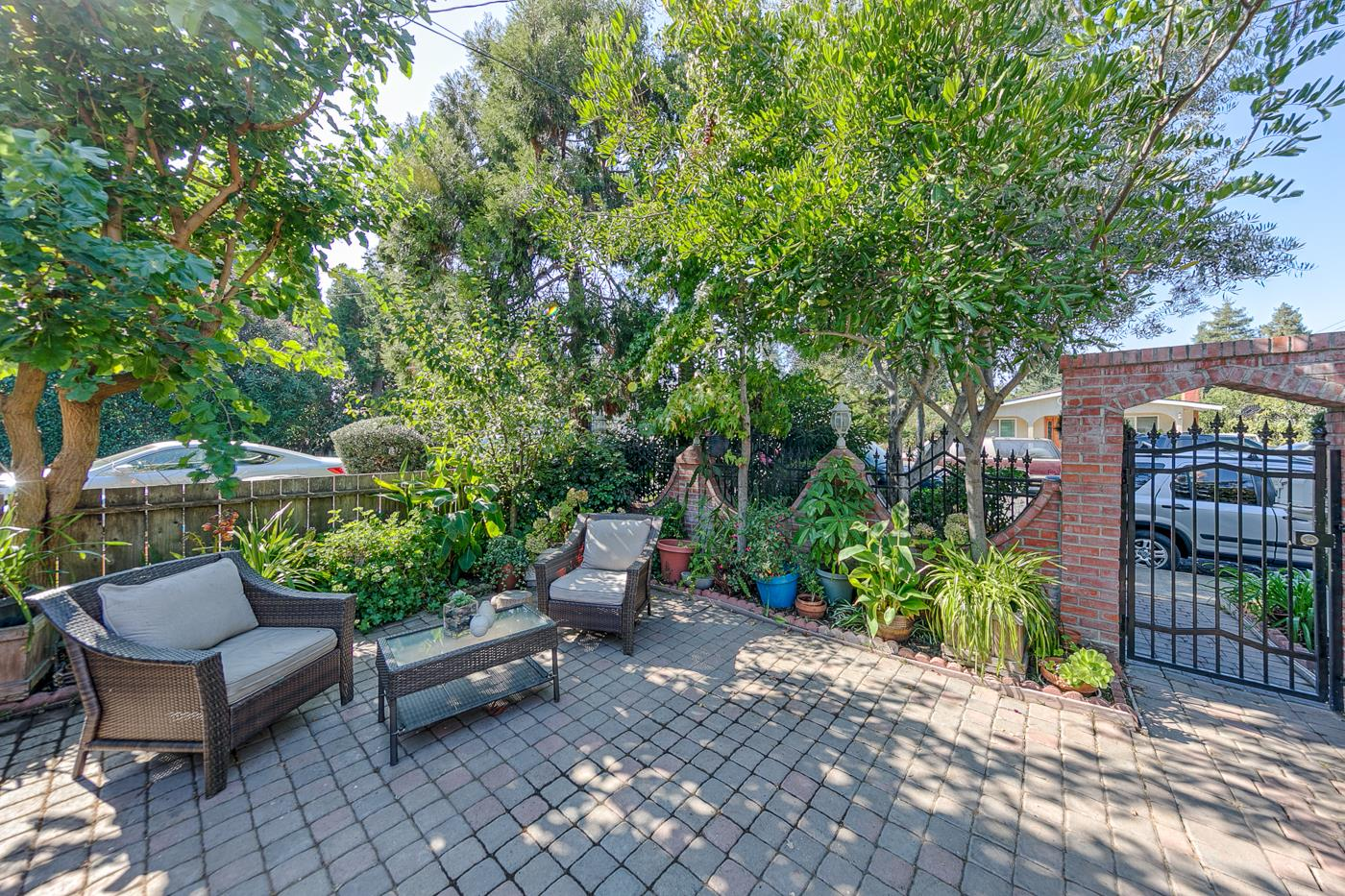 676 4th Avenue Redwood City, CA 94063 - MLS #: ML81728825
