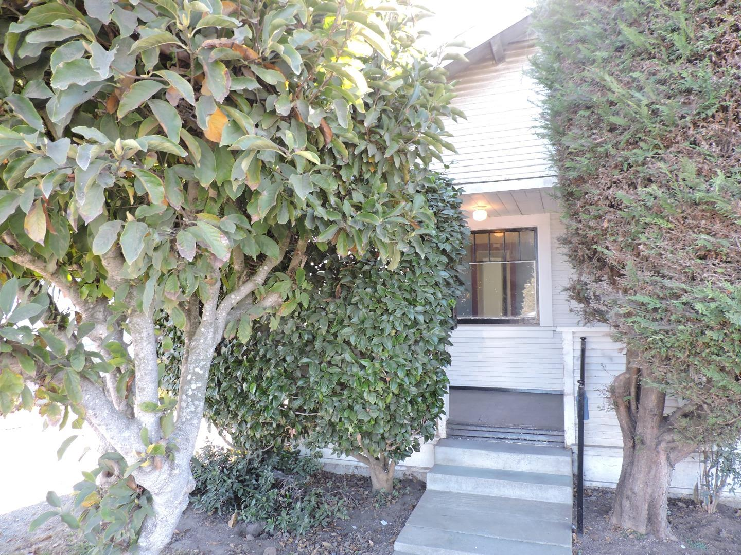 Detail Gallery Image 1 of 1 For 330 E Riverside Dr, Watsonville, CA 95076 - 2 Beds | 1 Baths