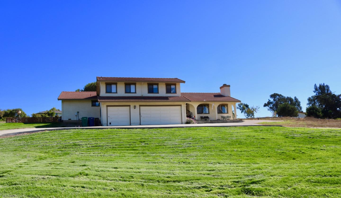 Detail Gallery Image 1 of 50 For 24680 Foothill Dr, Salinas, CA, 93908 - 4 Beds | 2/1 Baths