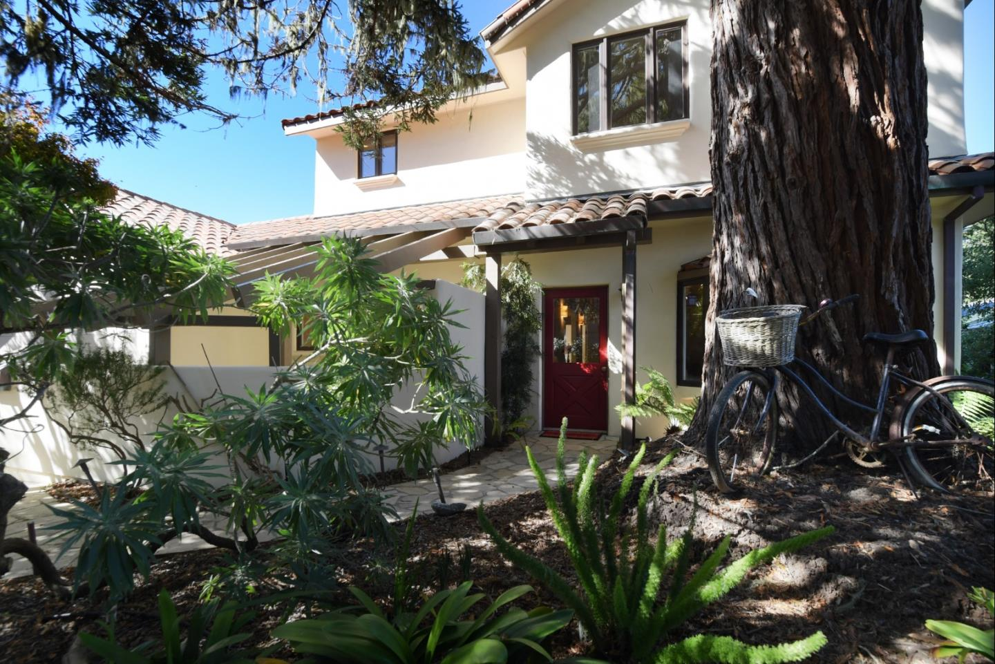 Detail Gallery Image 1 of 28 For 220 Forest Park Ct, Pacific Grove, CA, 93950 - 3 Beds | 2 Baths