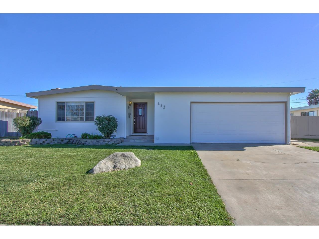 Detail Gallery Image 1 of 15 For 643 University Ave, Salinas, CA, 93901 - 3 Beds | 2 Baths