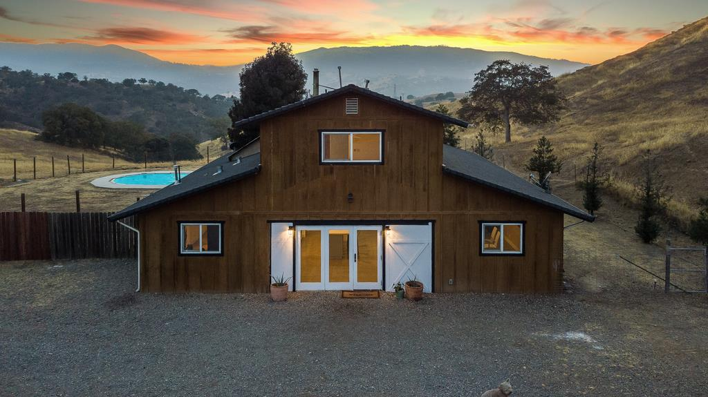 Detail Gallery Image 1 of 26 For 20459 Panoche Rd, Paicines, CA 95043 - 3 Beds | 2 Baths