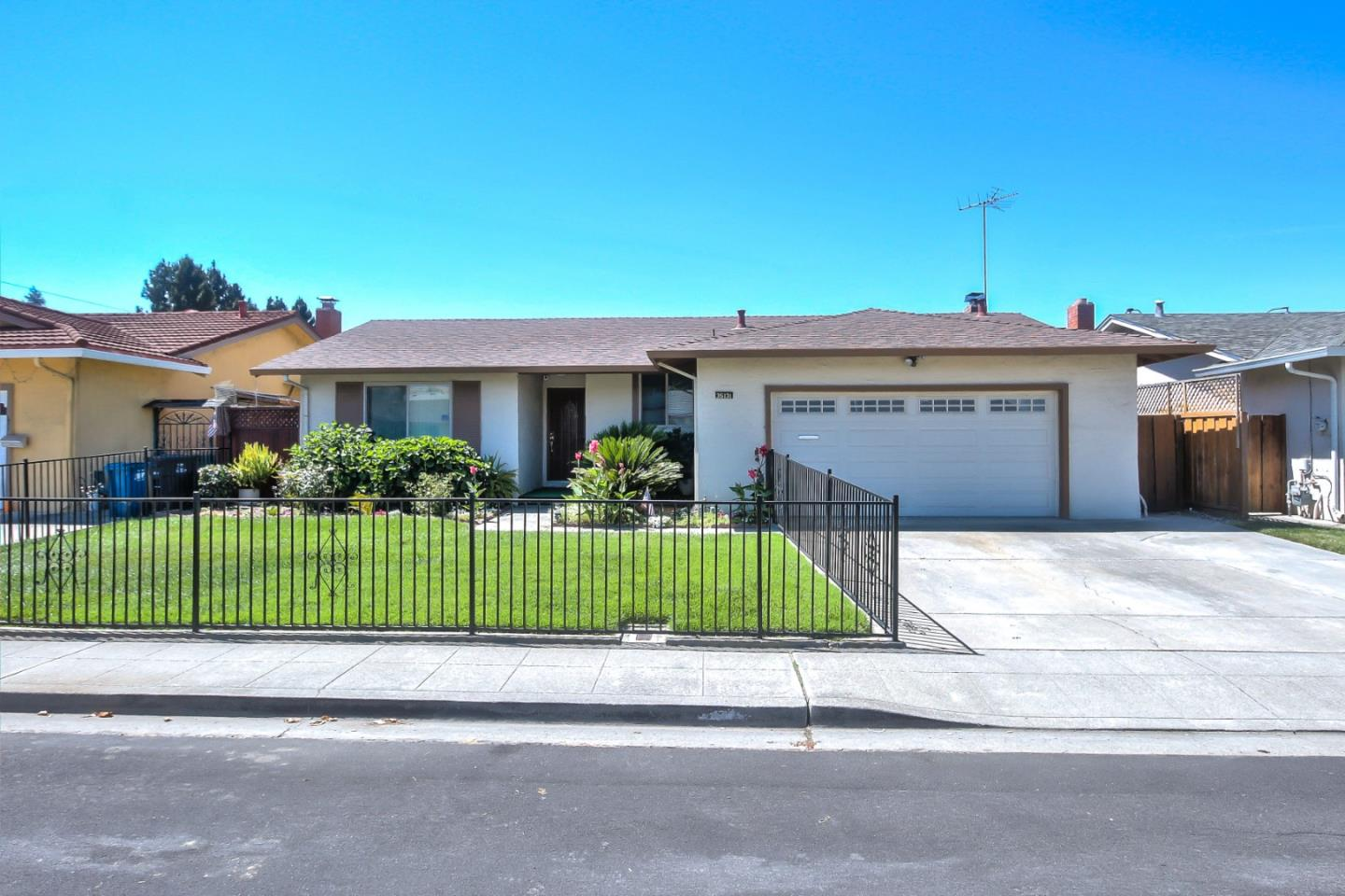 Detail Gallery Image 1 of 1 For 35131 Perry Rd, Union City,  CA 94587 - 3 Beds | 2 Baths