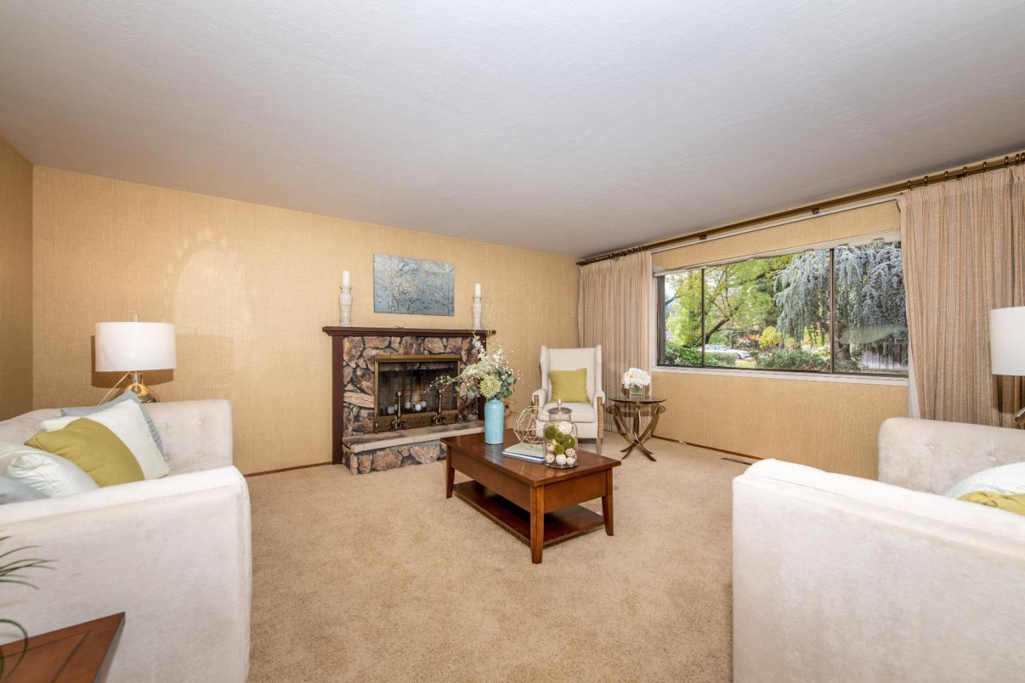 Detail Gallery Image 1 of 31 For 13568 Debbie Ln, Saratoga, CA 95070 - 4 Beds | 2/1 Baths