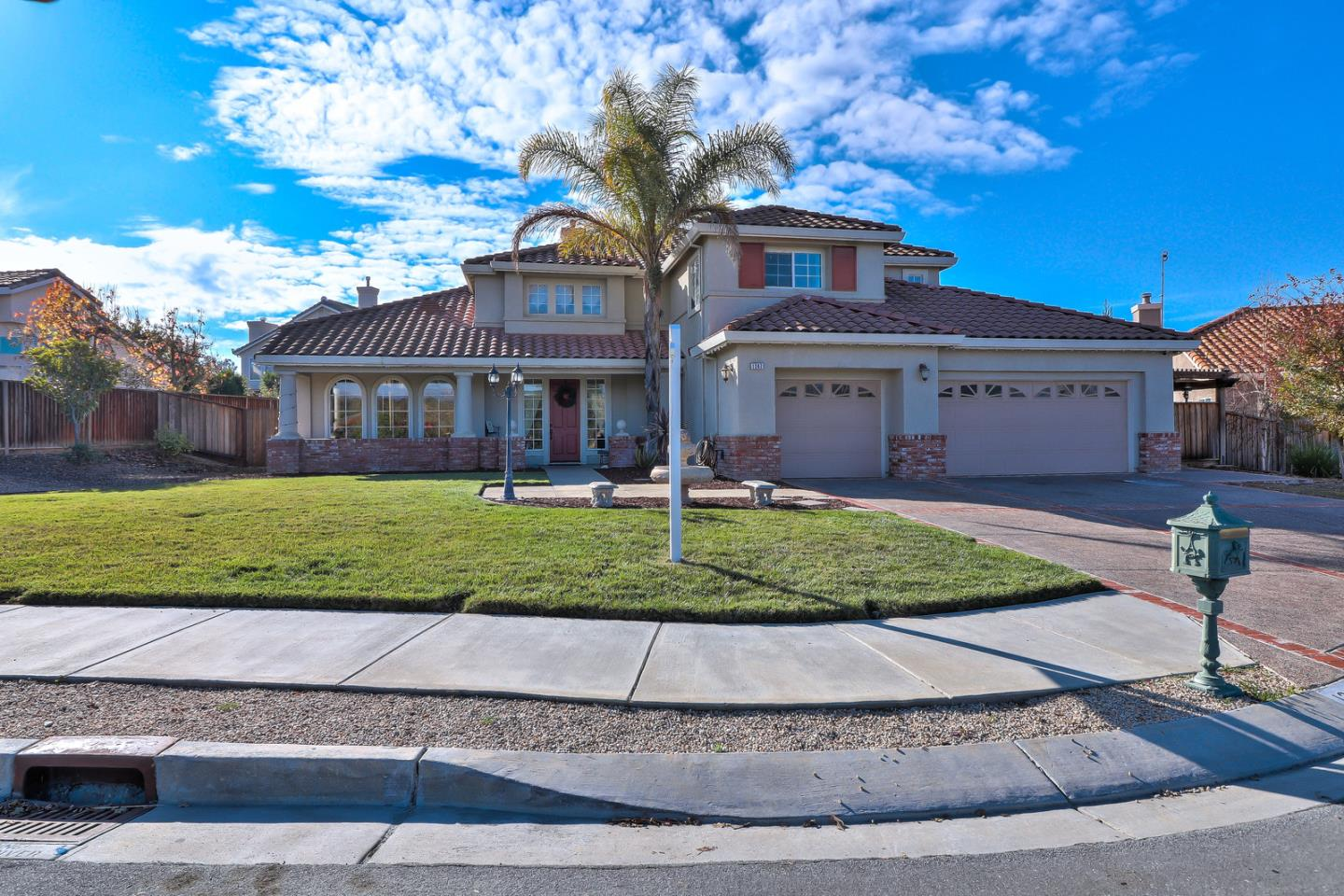 Detail Gallery Image 1 of 1 For 1247 Brook View Ct, Hollister, CA, 95023 - 5 Beds   3/1 Baths