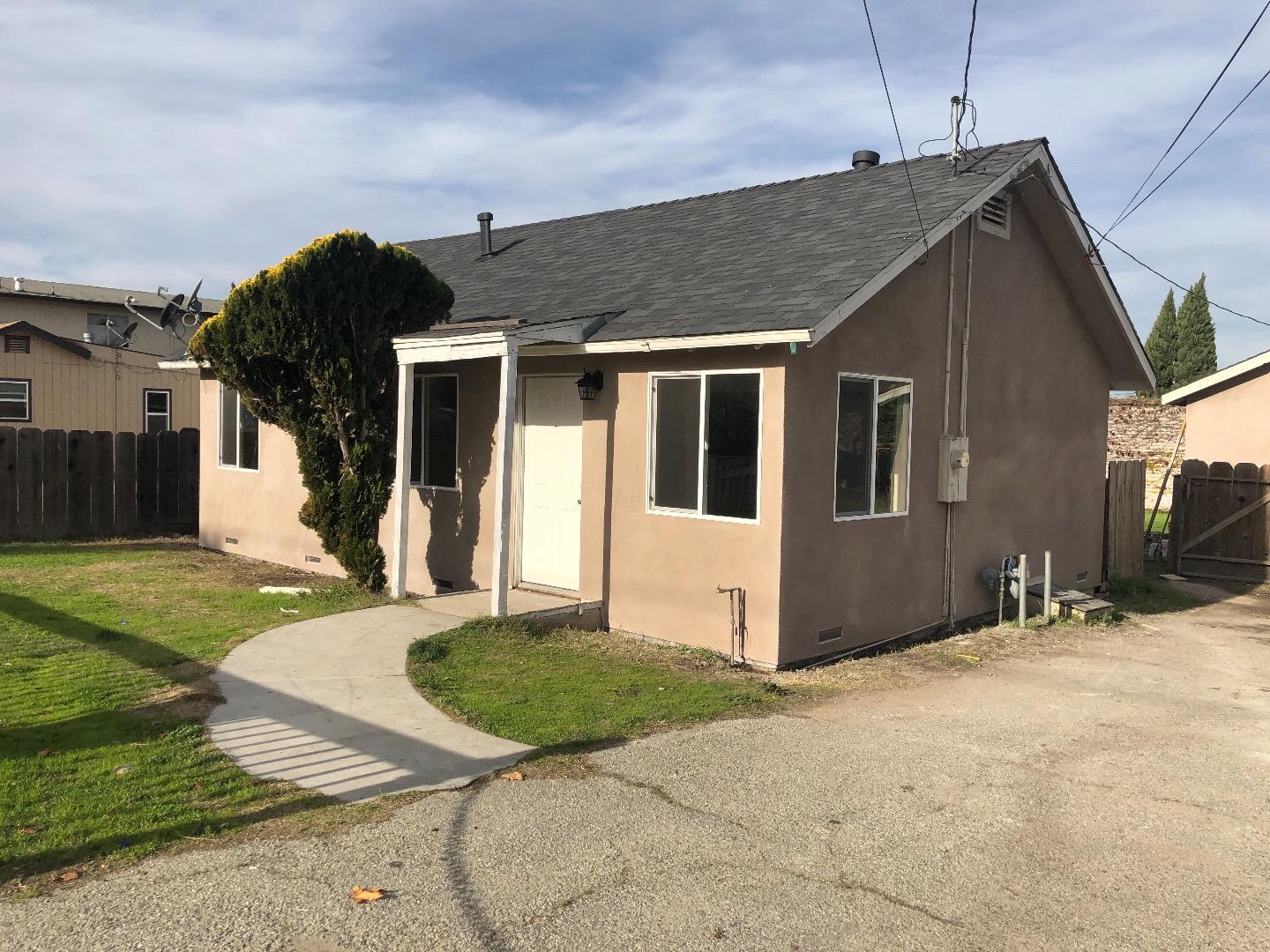 Detail Gallery Image 1 of 1 For 763 Kilbreth Ave, Salinas,  CA 93905 - 2 Beds   1 Baths