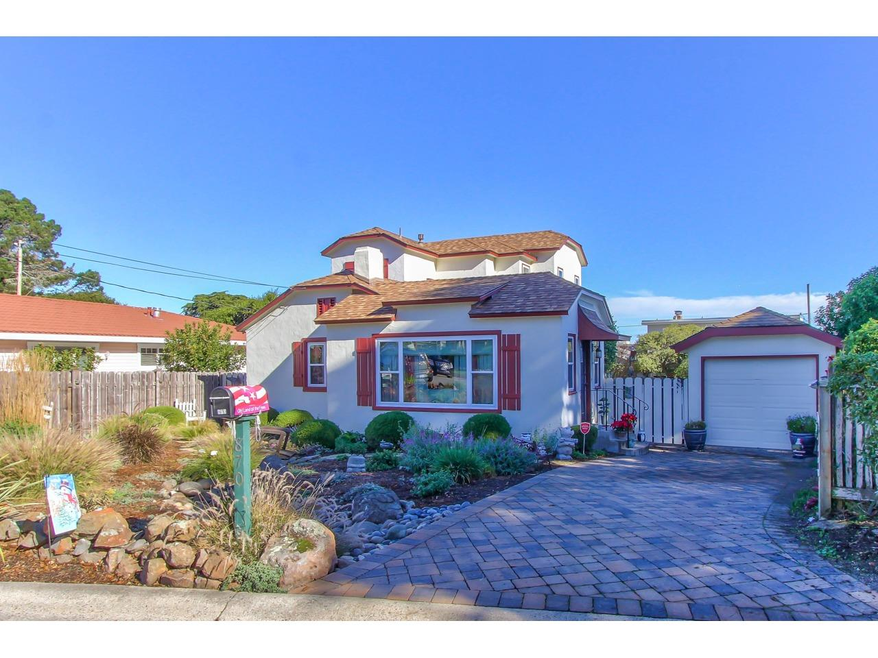 Detail Gallery Image 1 of 1 For 870 Crest Ave, Pacific Grove, CA 93950 - 3 Beds | 2 Baths