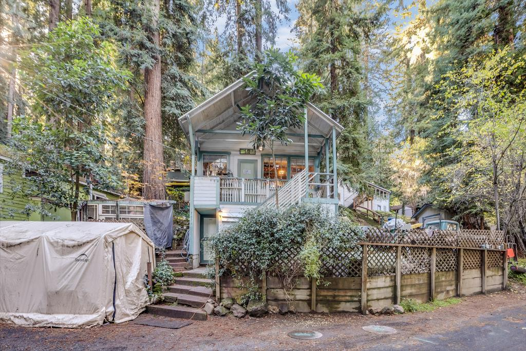 Vintage Chemeketa Park Cabin!  2 doors down from the park, this home has cozy touches throughout. Loft bedroom with wooden ladders, antique windows and doors, wood burning stove, skylight and covered porch with forest views.  Exterior mudroom entry and patio. Storage shed with laundry room. Plenty of parking.  Great community with playground and  clubhouse. Easy commute location, 5 minutes to Los Gatos!  Best Los Gatos Schools, Lexington elementary (IB program) Fisher Middle and Los Gatos High.