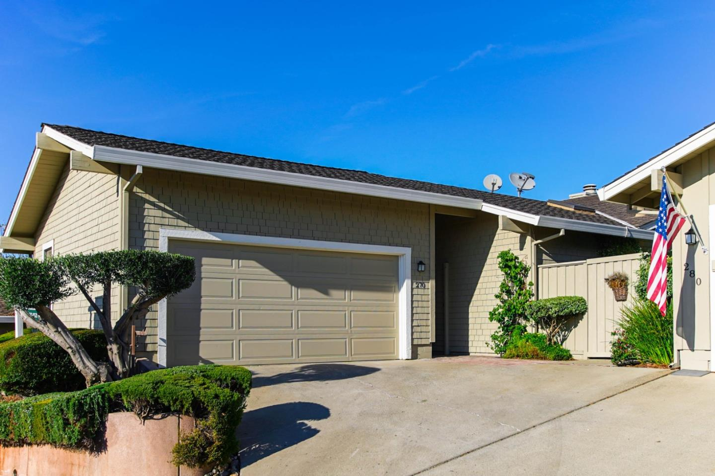 Detail Gallery Image 1 of 1 For 270 Donnas Ln, Hollister, CA, 95023 - 2 Beds | 2 Baths