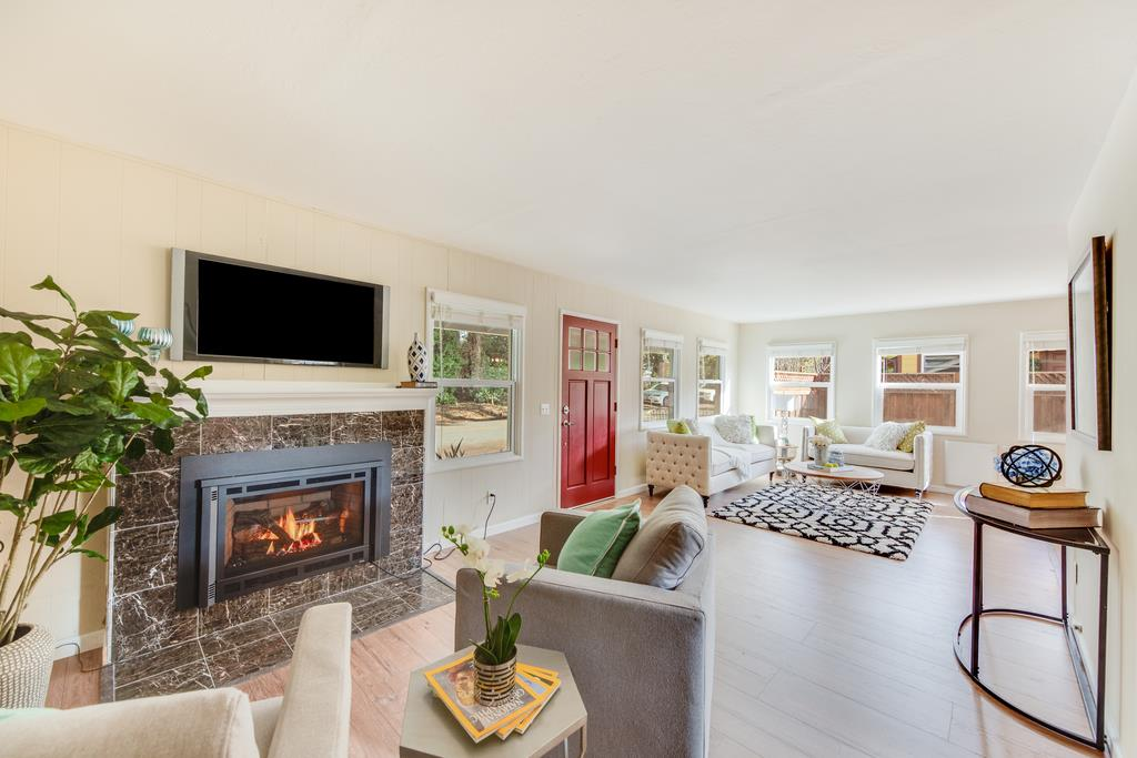 Detail Gallery Image 1 of 1 For 213 Poplar St, Aptos, CA, 95003 - 2 Beds | 1 Baths