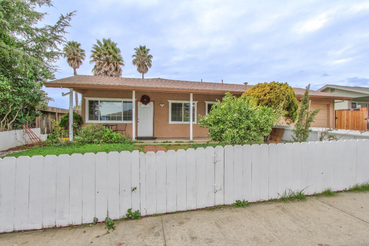 Detail Gallery Image 1 of 1 For 121 Lester Ct, Watsonville, CA 95076 - 3 Beds | 2 Baths
