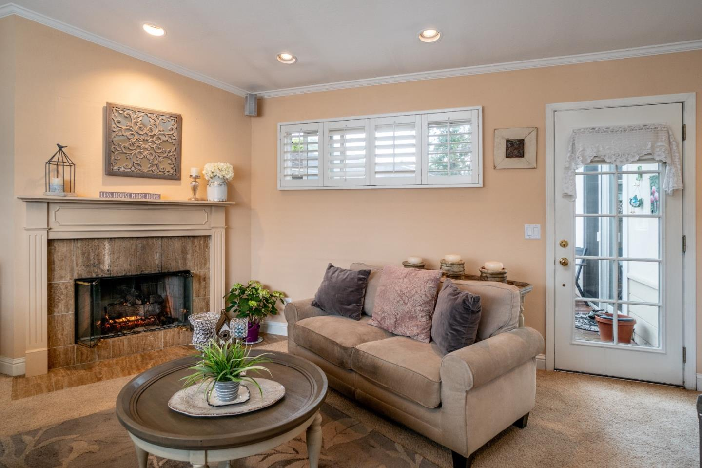 Detail Gallery Image 1 of 20 For 902 Hillcrest Ct, Pacific Grove, CA, 93950 - 3 Beds | 2 Baths
