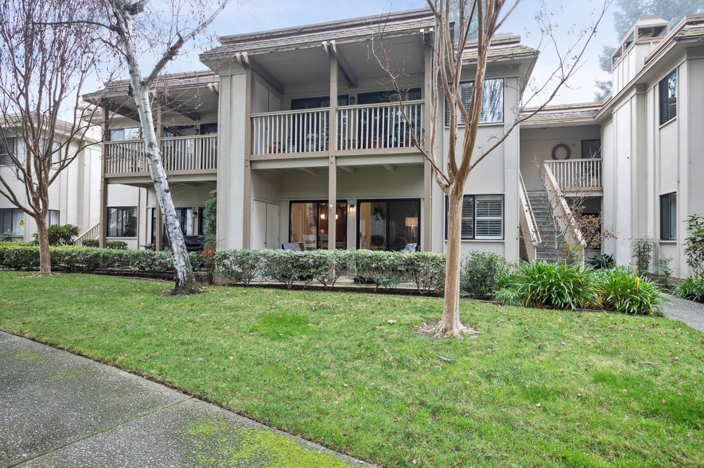 Detail Gallery Image 1 of 1 For 50 Horgan Ave #27,  Redwood City,  CA 94061 - 3 Beds | 2 Baths