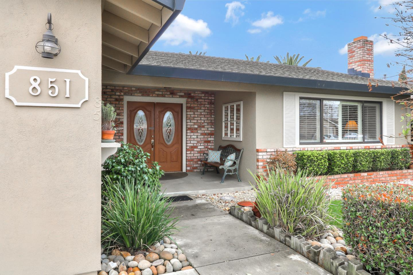 Detail Gallery Image 1 of 1 For 851 Apricot Ln, Hollister, CA, 95023 - 3 Beds | 2 Baths