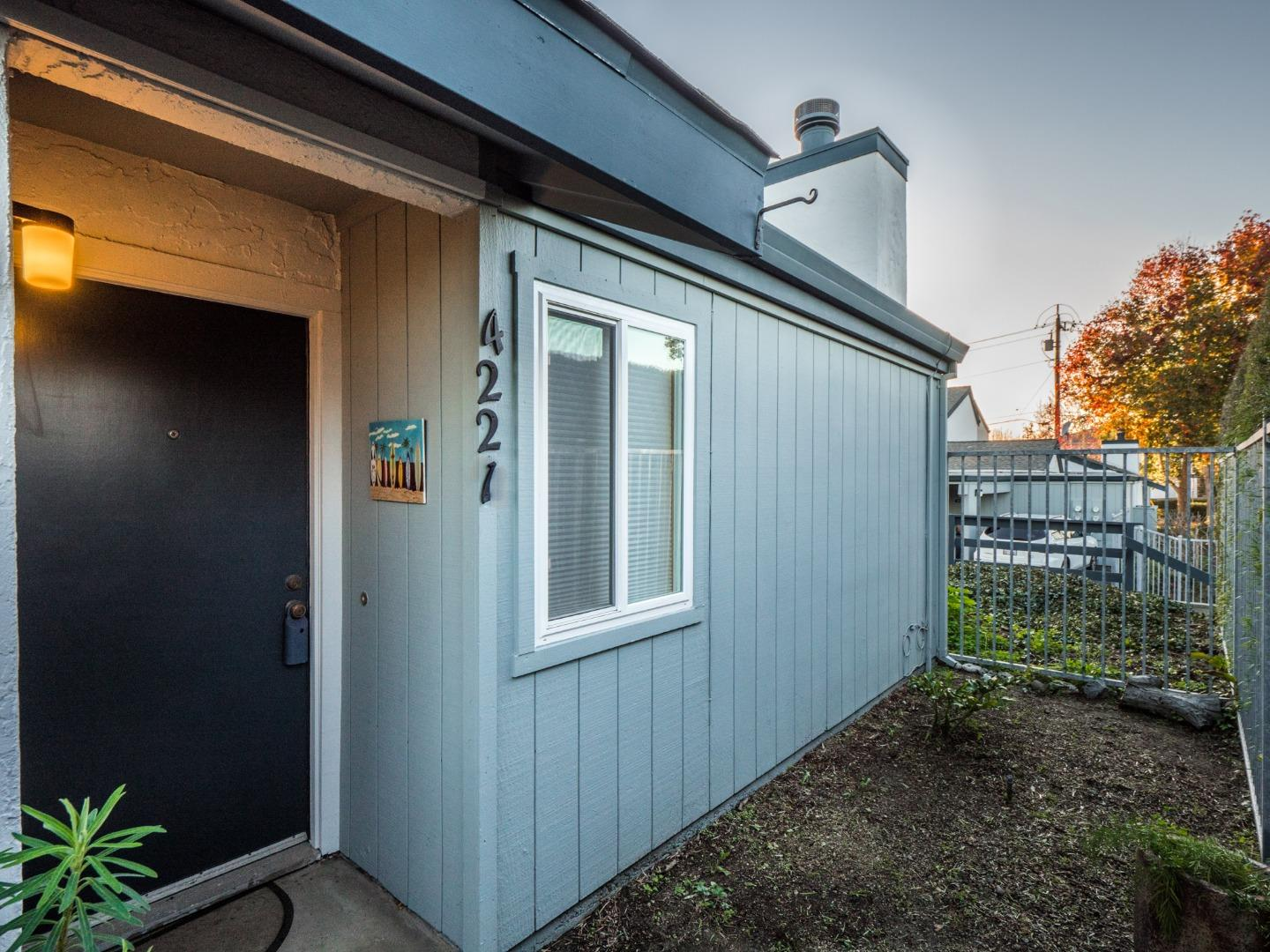 Detail Gallery Image 1 of 1 For 4221 Sea Pines Ct, Capitola, CA, 95010 - 2 Beds | 1 Baths