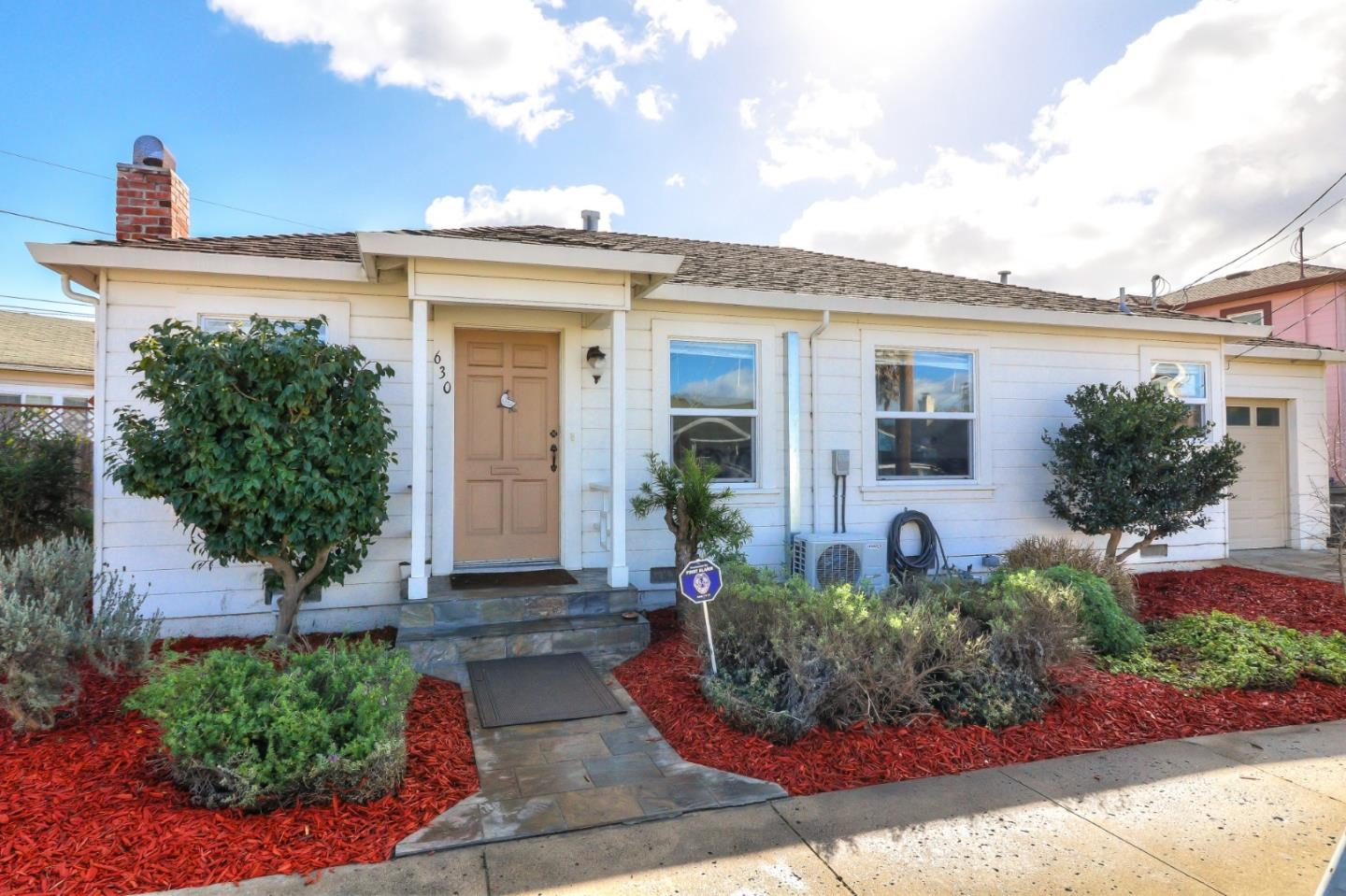 Detail Gallery Image 1 of 1 For 630 California St, Watsonville, CA, 95076 - 2 Beds | 1 Baths