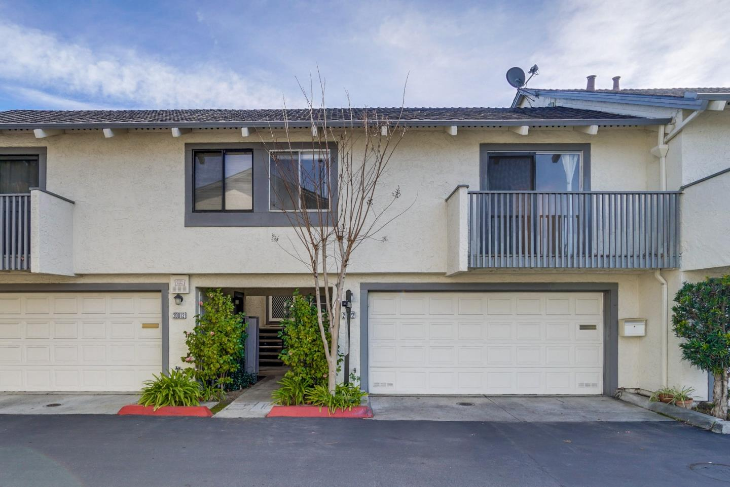 Detail Gallery Image 1 of 1 For 20022 Northcrest Sq, Cupertino, CA, 95014 - 2 Beds | 2 Baths