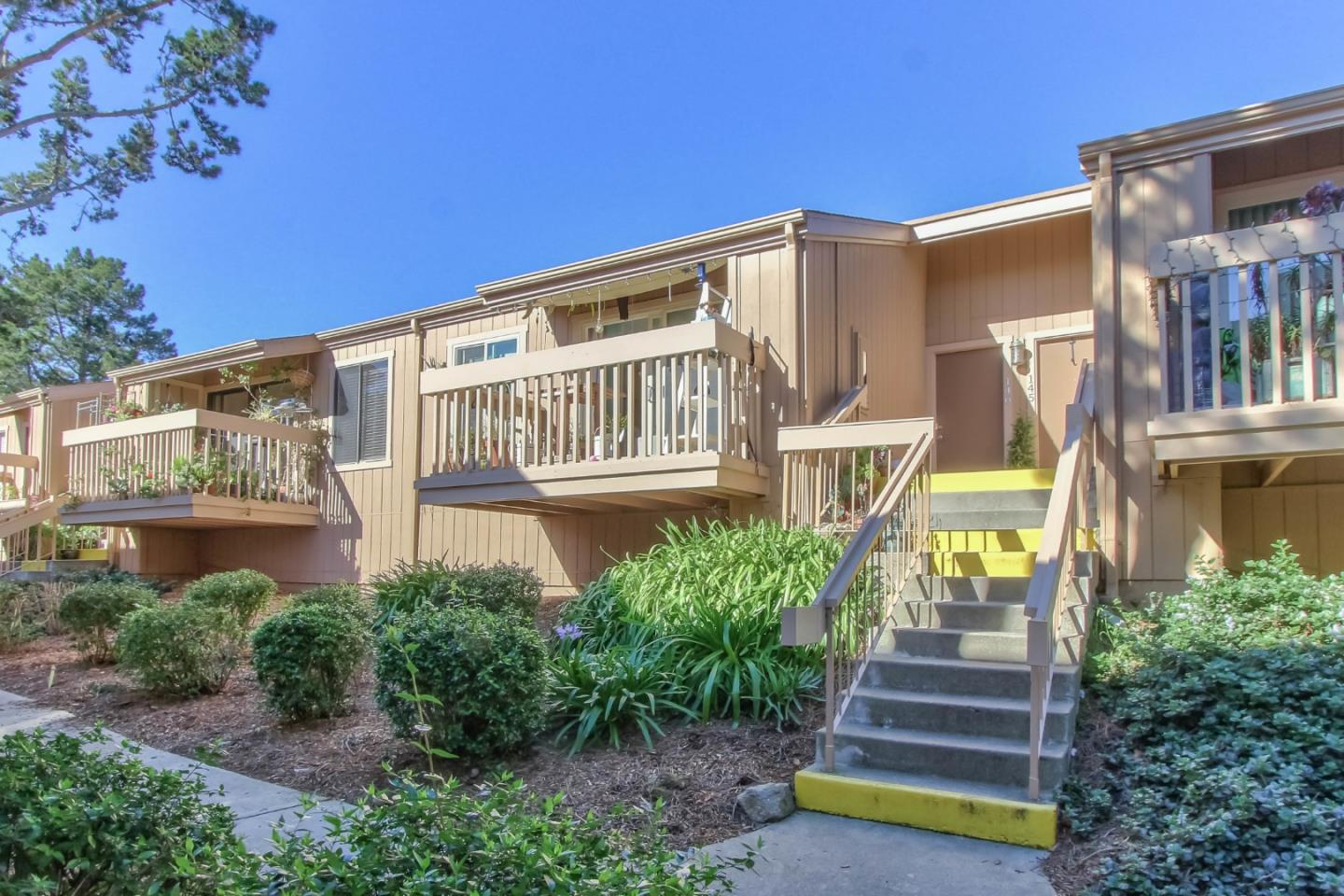 Detail Gallery Image 1 of 1 For 300 Glenwood Cir #146, Monterey, CA, 93940 - 1 Beds | 1 Baths