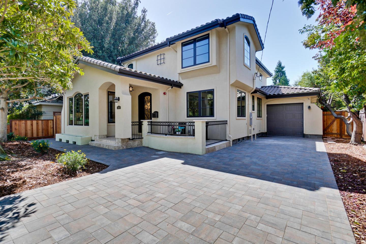 Detail Gallery Image 1 of 20 For 3650 Ross Rd, Palo Alto, CA, 94303 - 5 Beds | 3/1 Baths
