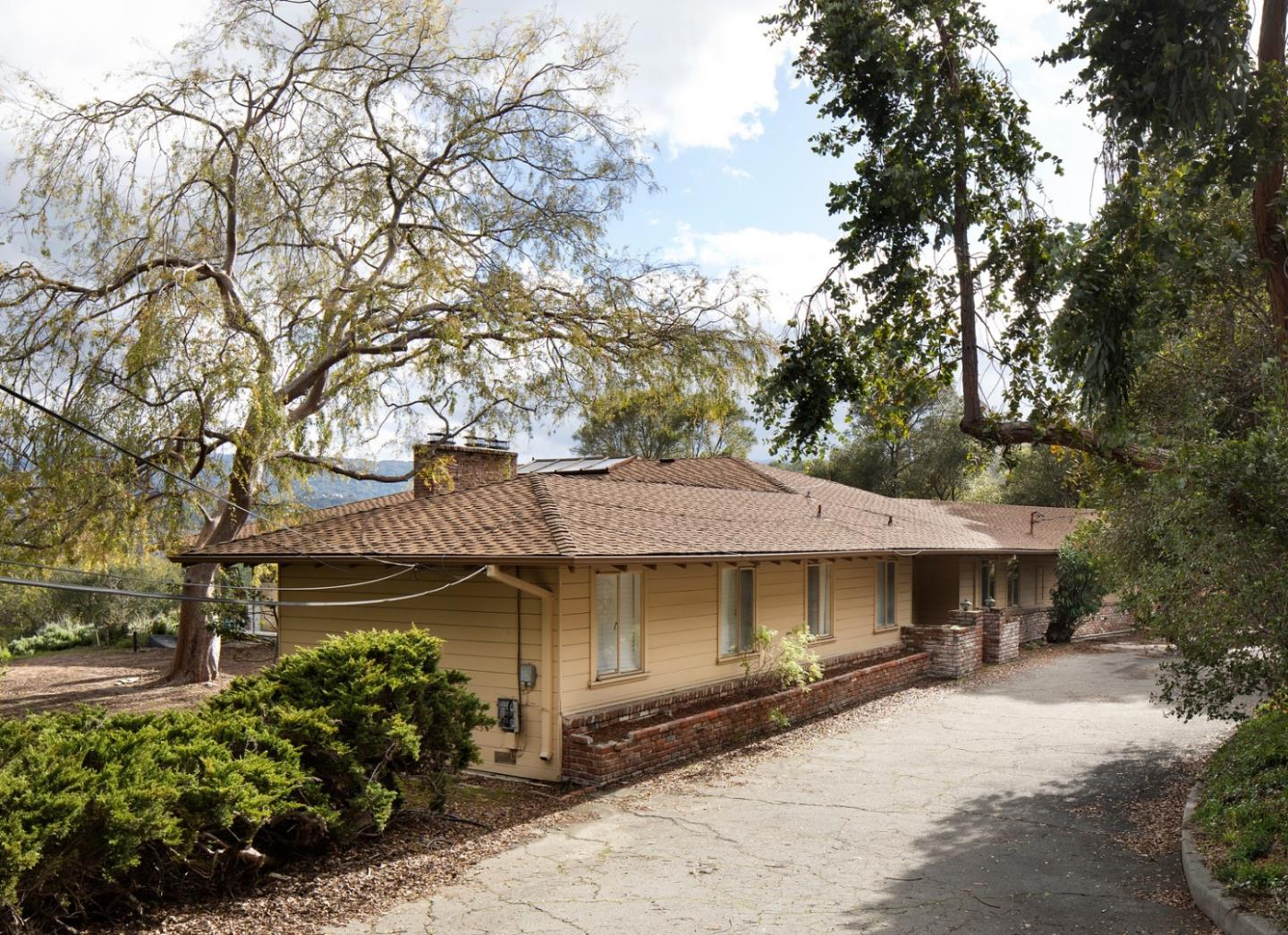 Detail Gallery Image 1 of 1 For 100 Alamos Rd, Portola Valley, CA 94028 - 3 Beds | 2 Baths