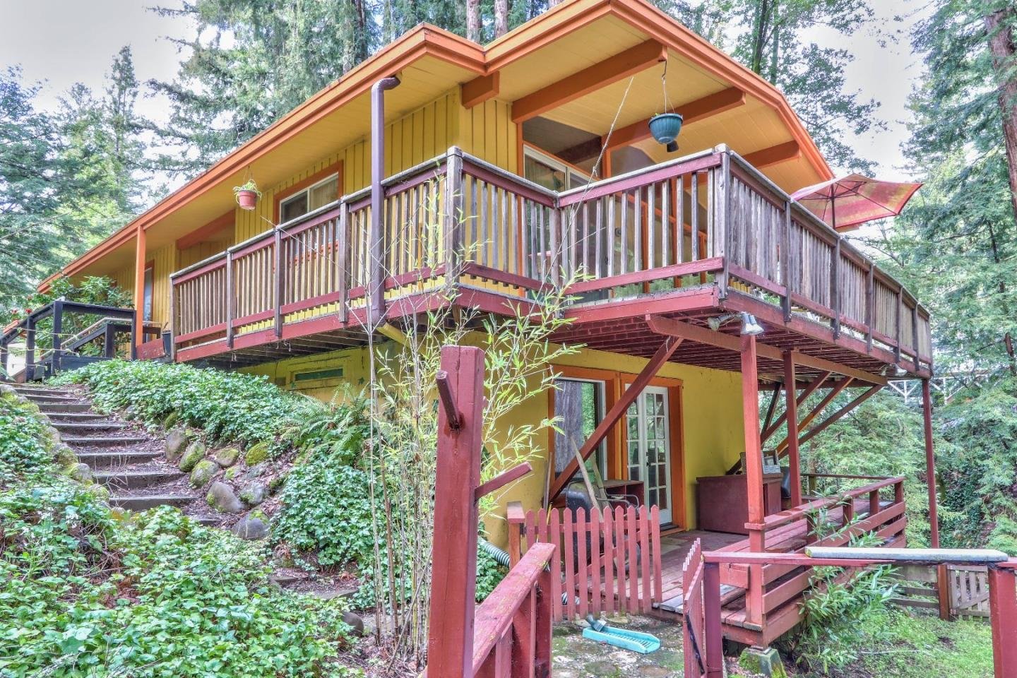 Enjoy the beautiful views that this property has to offer. Features, two stories and wrap around decks just off the living room. High ceilings, laminate floors throughout the property and kitchen has tile counter tops. Relax on the deck and view the creek in the back of the property. Perfect place for someone who is looking to be outside the city, but conveniently located near Boulder Creek.