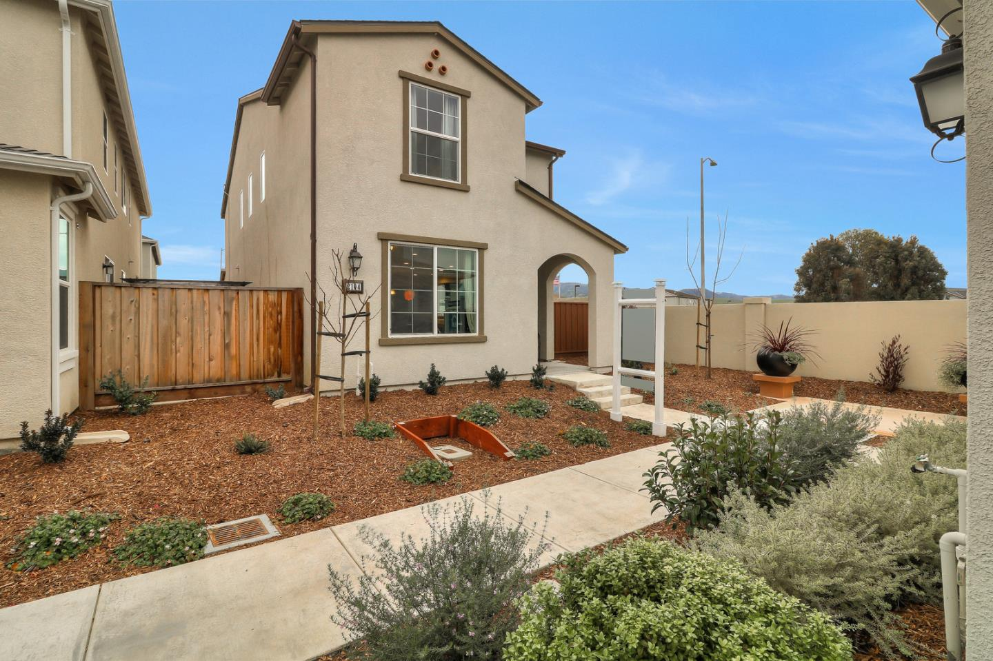Detail Gallery Image 1 of 1 For 2104 Heartland Ct, Hollister, CA 95023 - 3 Beds | 2/1 Baths