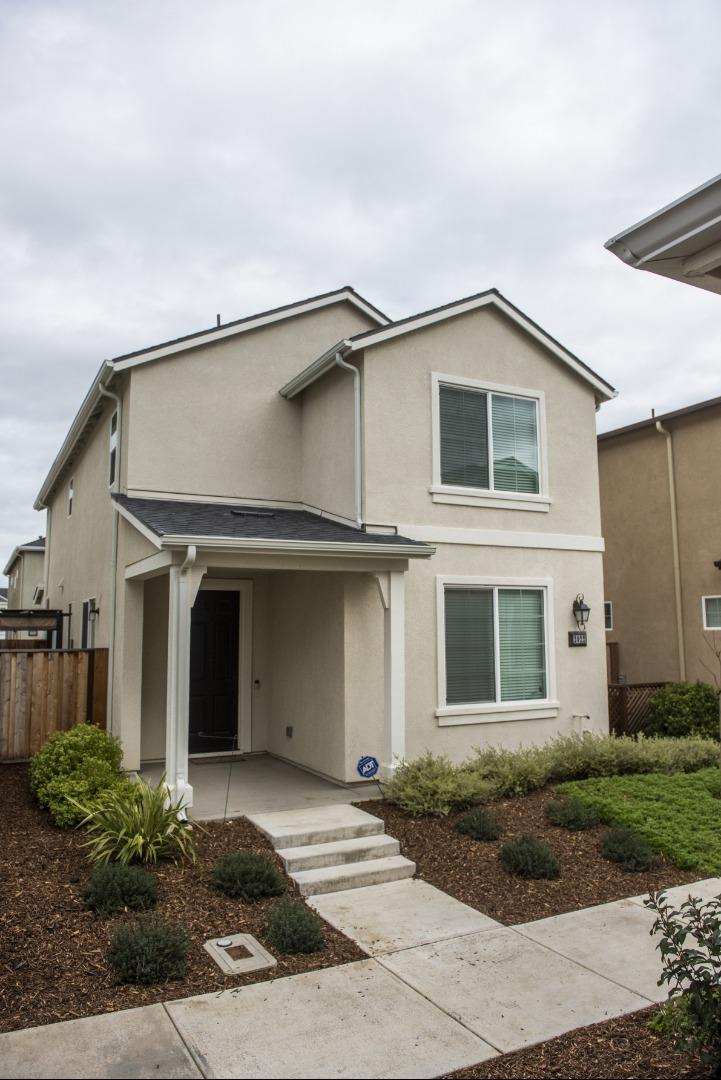 Detail Gallery Image 1 of 26 For 2022 Heartland Ct, Hollister, CA, 95023 - 3 Beds | 2/1 Baths