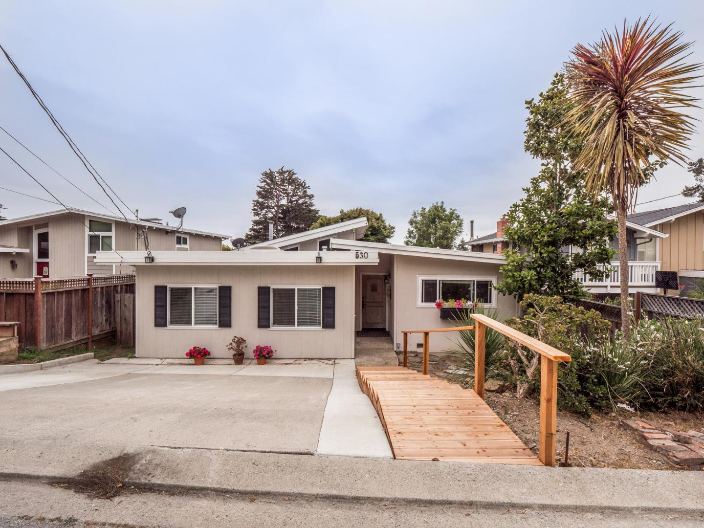 Detail Gallery Image 1 of 1 For 530 Monterey Dr, Aptos, CA 95003 - 4 Beds | 2 Baths