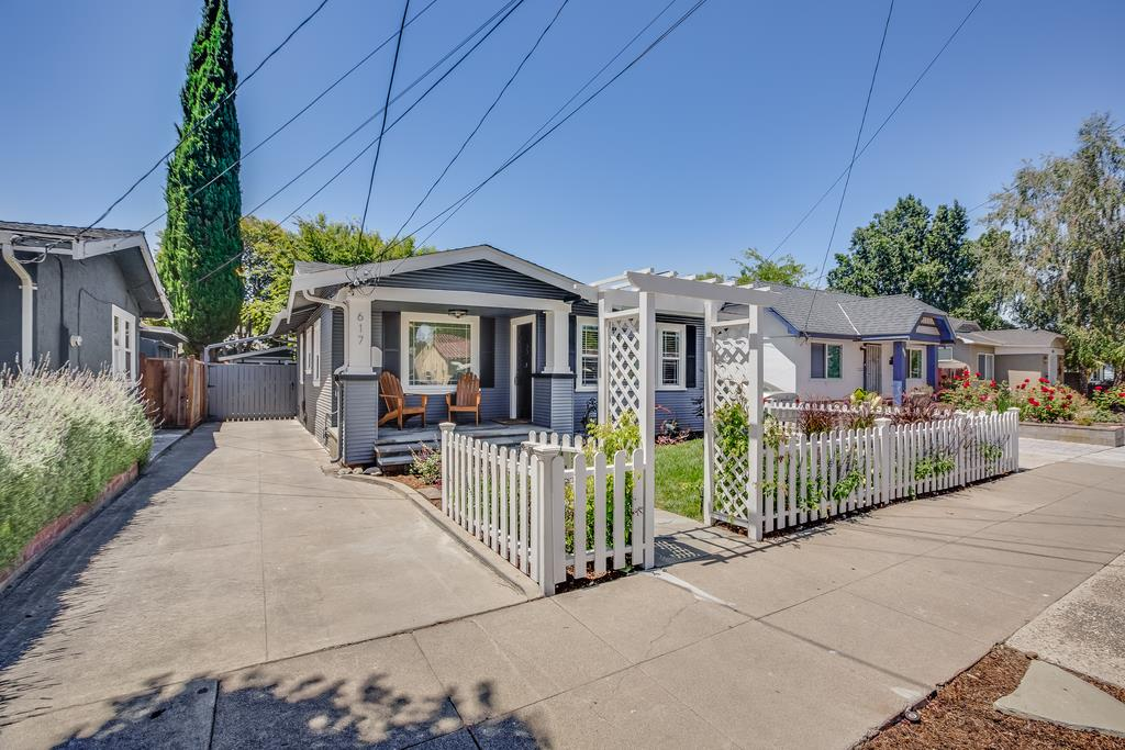 Detail Gallery Image 1 of 1 For 617 N 15th St, San Jose, CA, 95112 - 2 Beds | 1 Baths