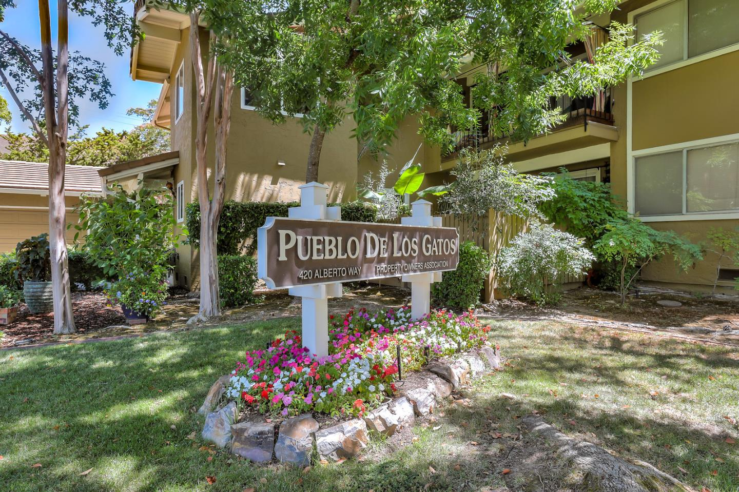 Lovely single level condo in Pueblo de Los Gatos. Updated kitchen and bathrooms, stainless steel appliances, convection oven, tile flooring, and cozy fireplace. Newer dual pane windows, indoor laundry, master bedroom has a walk-in closet. Washer, dryer, and refrigerator are included in the sale. Great location within walking distance to downtown, close to restaurants, shops, library, and the Los Gatos Creek Trail. Excellent schools, and easy access to Highway 17. Pueblo de Los Gatos is an all age and pet friendly community. Enjoy the best of times in this wonderful community!