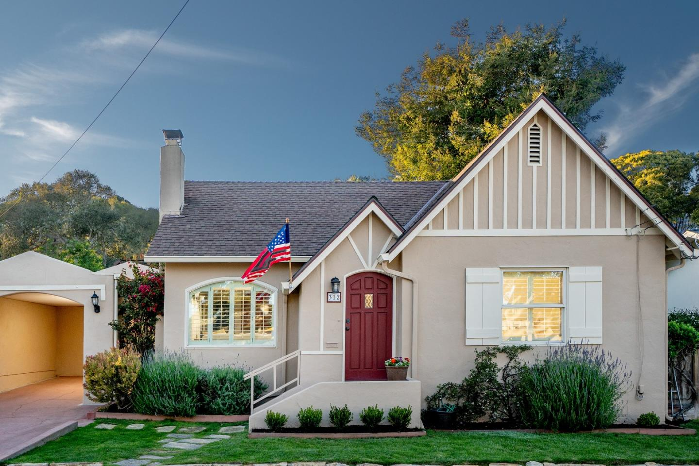 Detail Gallery Image 1 of 14 For 312 Willow St, Pacific Grove, CA, 93950 - 3 Beds | 2 Baths