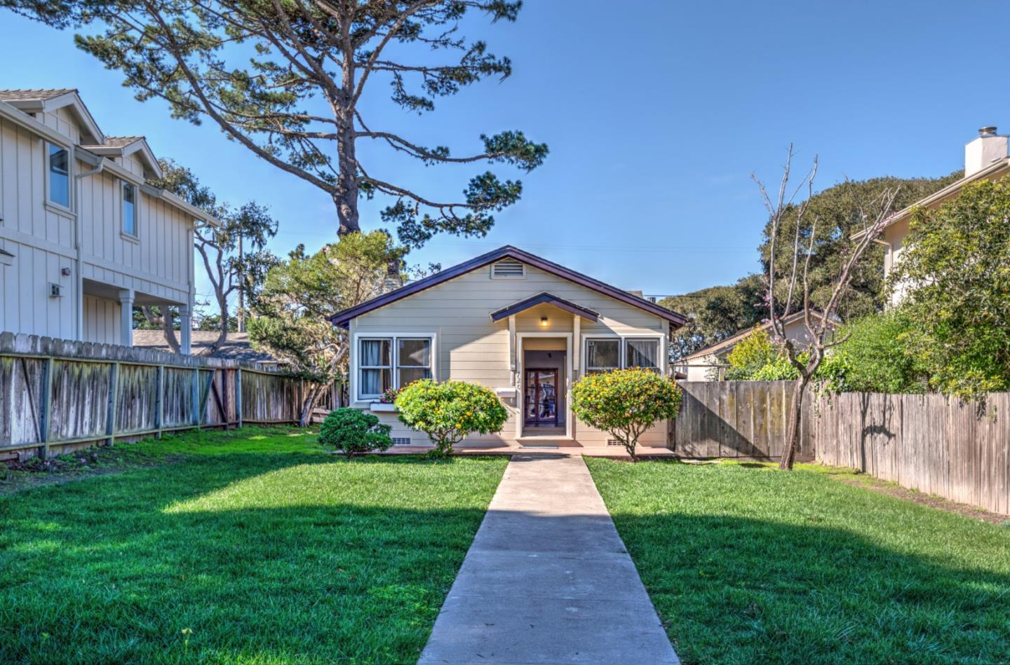 Detail Gallery Image 1 of 1 For 720 Congress Ave, Pacific Grove, CA 93950 - 1 Beds | 1 Baths