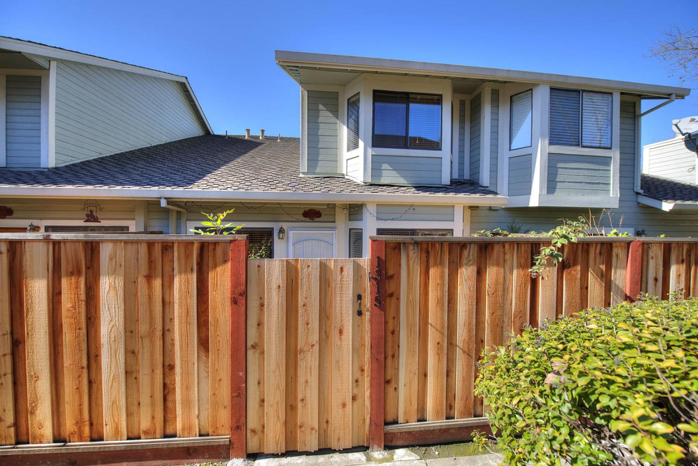 Detail Gallery Image 1 of 1 For 1315 Daniel Ct, Milpitas, CA 95035 - 2 Beds | 2/1 Baths