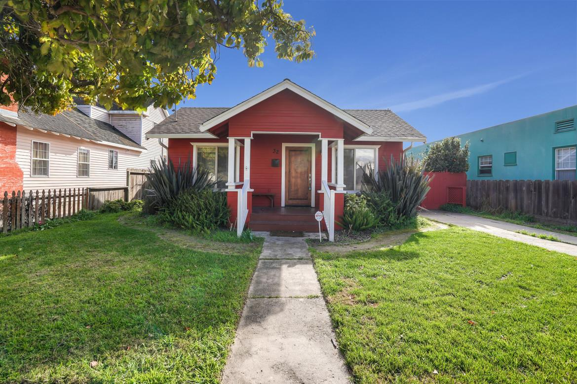 Detail Gallery Image 1 of 1 For 32 Pine St, Salinas, CA, 93901 - 3 Beds | 2 Baths
