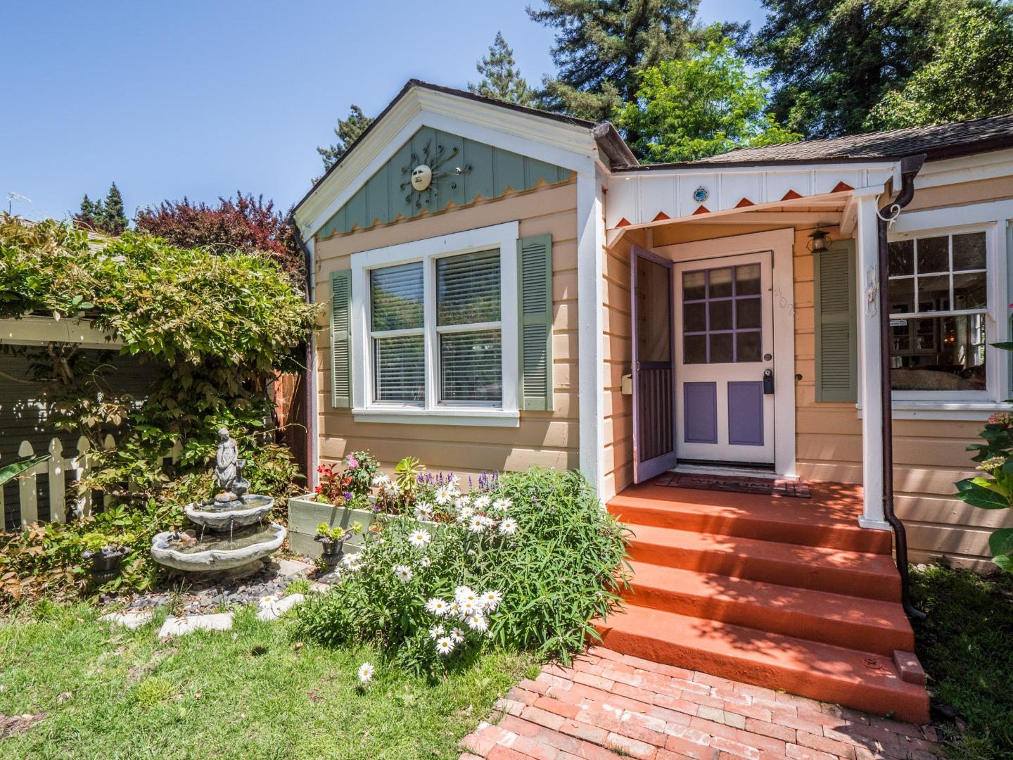 Detail Gallery Image 1 of 25 For 402 Bernal St, Aptos, CA, 95003 - 2 Beds | 1/2 Baths