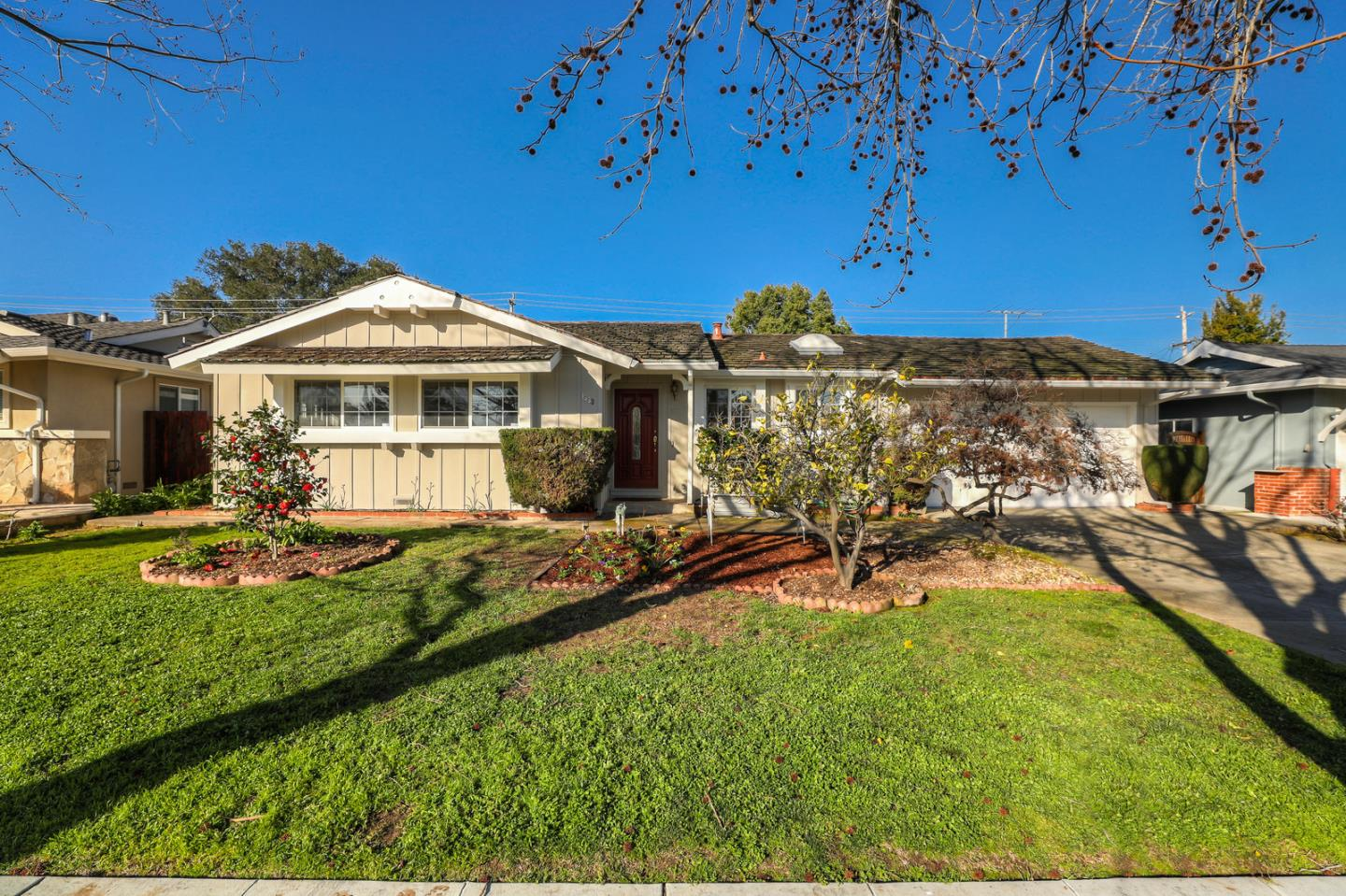 centrally located 3 acre property - HD1440×959