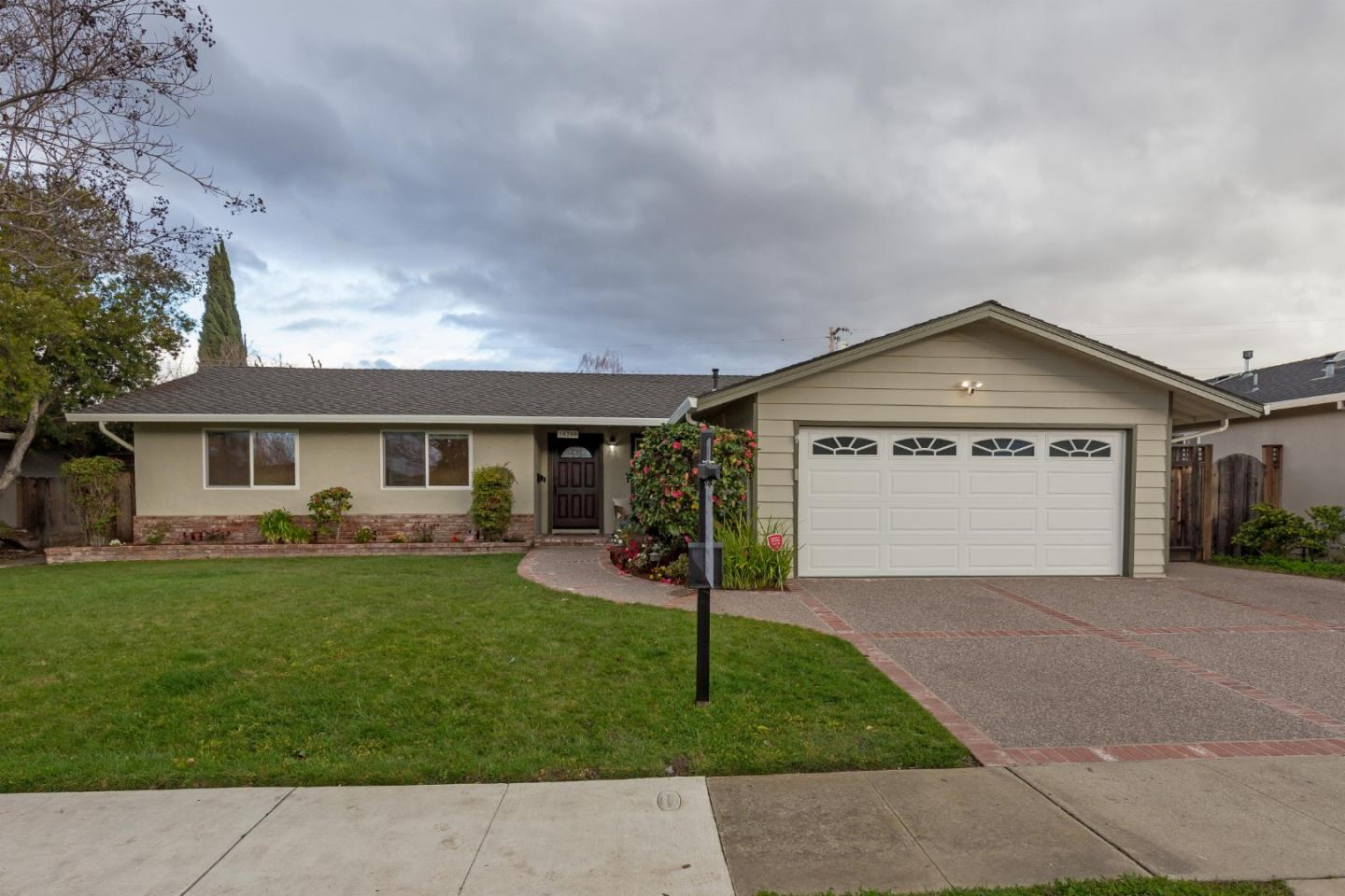 Detail Gallery Image 1 of 1 For 10700 Farallone Dr, Cupertino, CA, 95014 - 3 Beds | 2 Baths