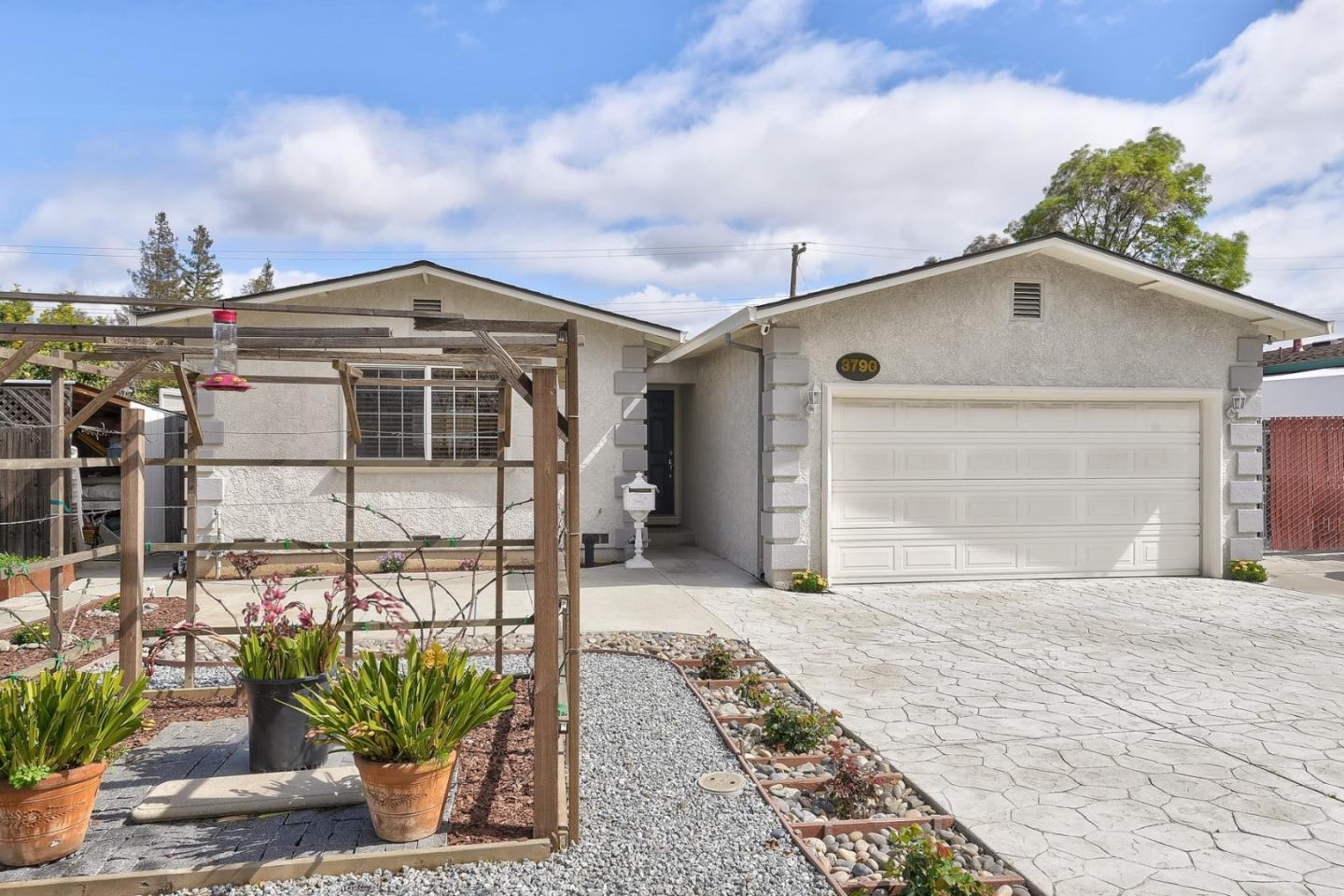 Detail Gallery Image 1 of 1 For 3790 Arbuckle Dr, San Jose, CA, 95124 - 3 Beds | 2 Baths