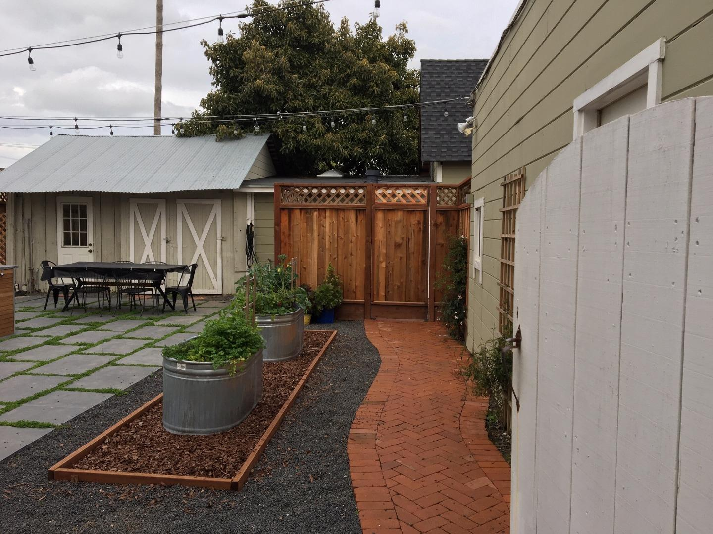 Detail Gallery Image 1 of 1 For 138 Clarendon Rd, Burlingame, CA, 94010 - 1 Beds | 1 Baths