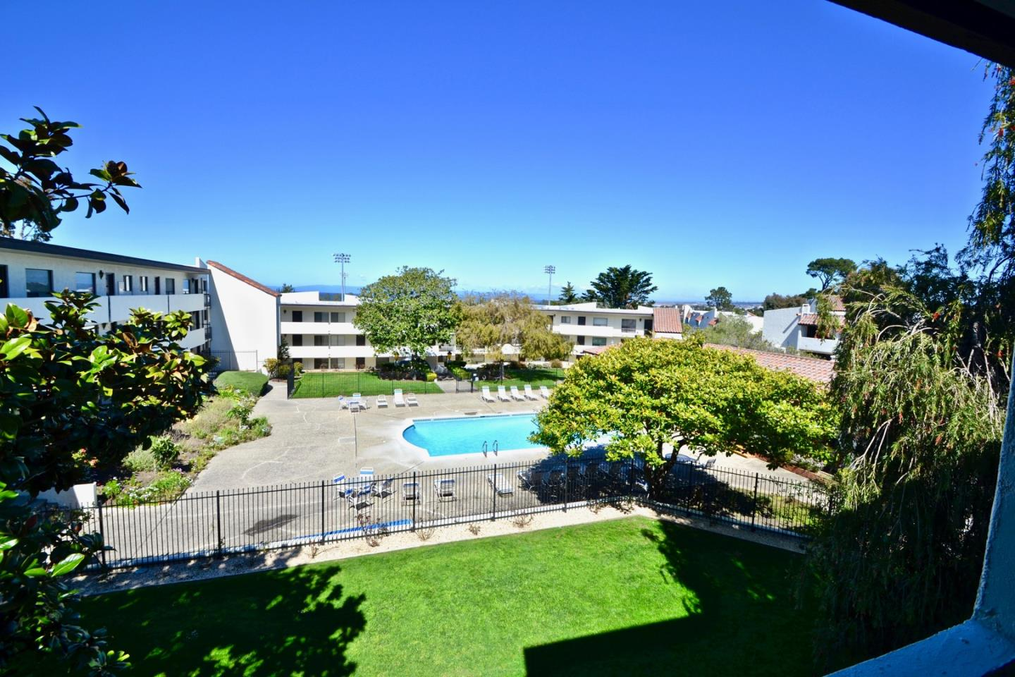 Detail Gallery Image 1 of 1 For 500 Glenwood Cir #331, Monterey, CA 93940 - 1 Beds | 1 Baths