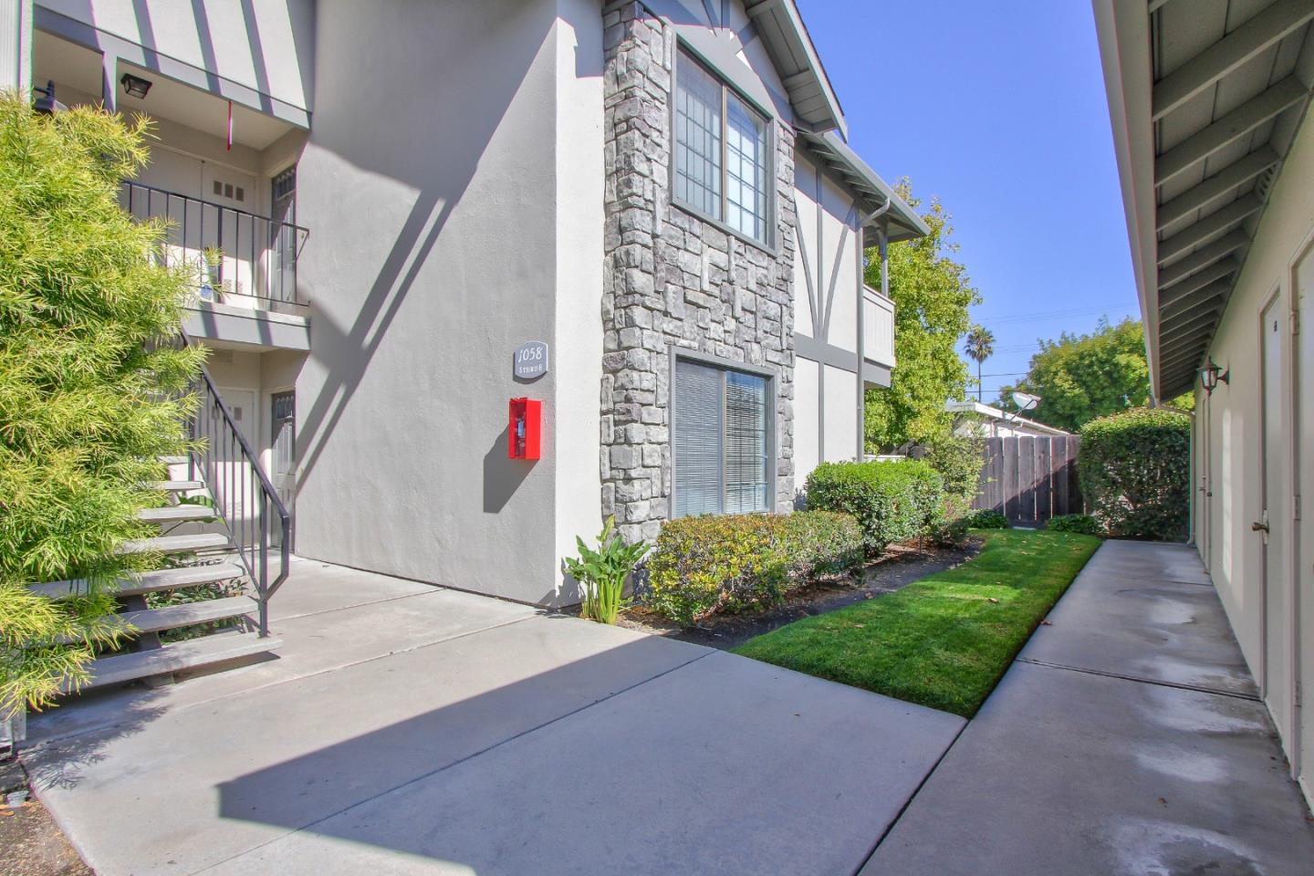 Detail Gallery Image 1 of 1 For 1058 Padre Dr #6, Salinas, CA, 93901 - 2 Beds | 1 Baths
