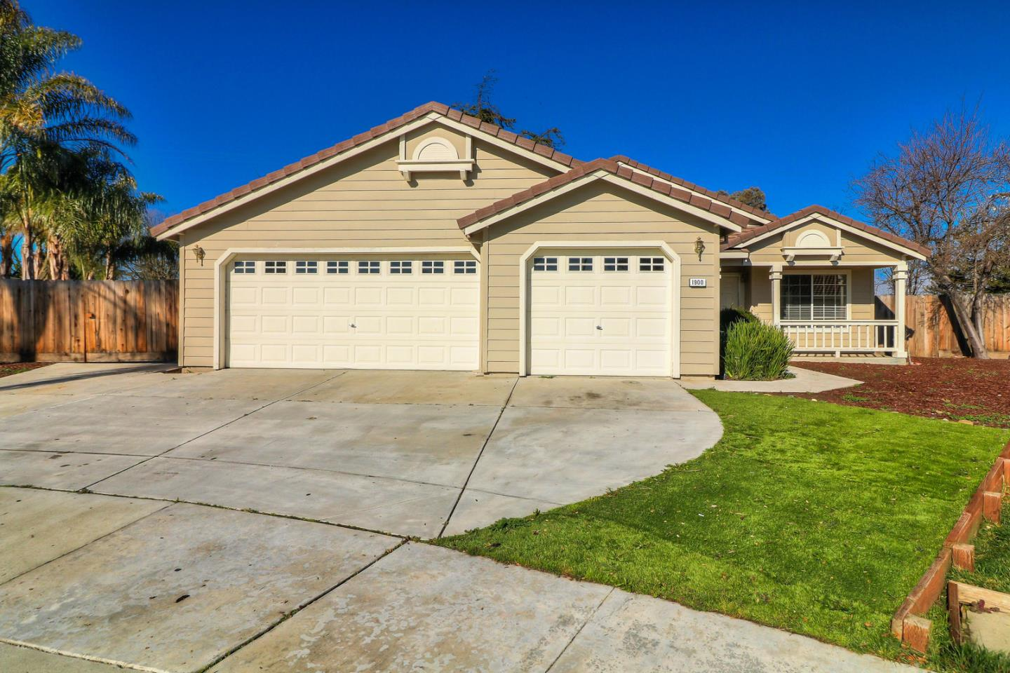 Detail Gallery Image 1 of 1 For 1900 Porter Cir, Hollister, CA 95023 - 4 Beds | 2 Baths