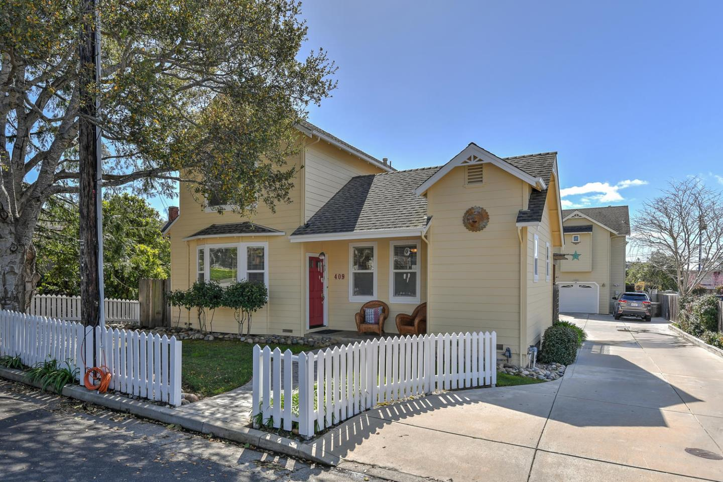 Detail Gallery Image 1 of 19 For 409 Pine St, Capitola, CA, 95010 - 3 Beds | 2 Baths