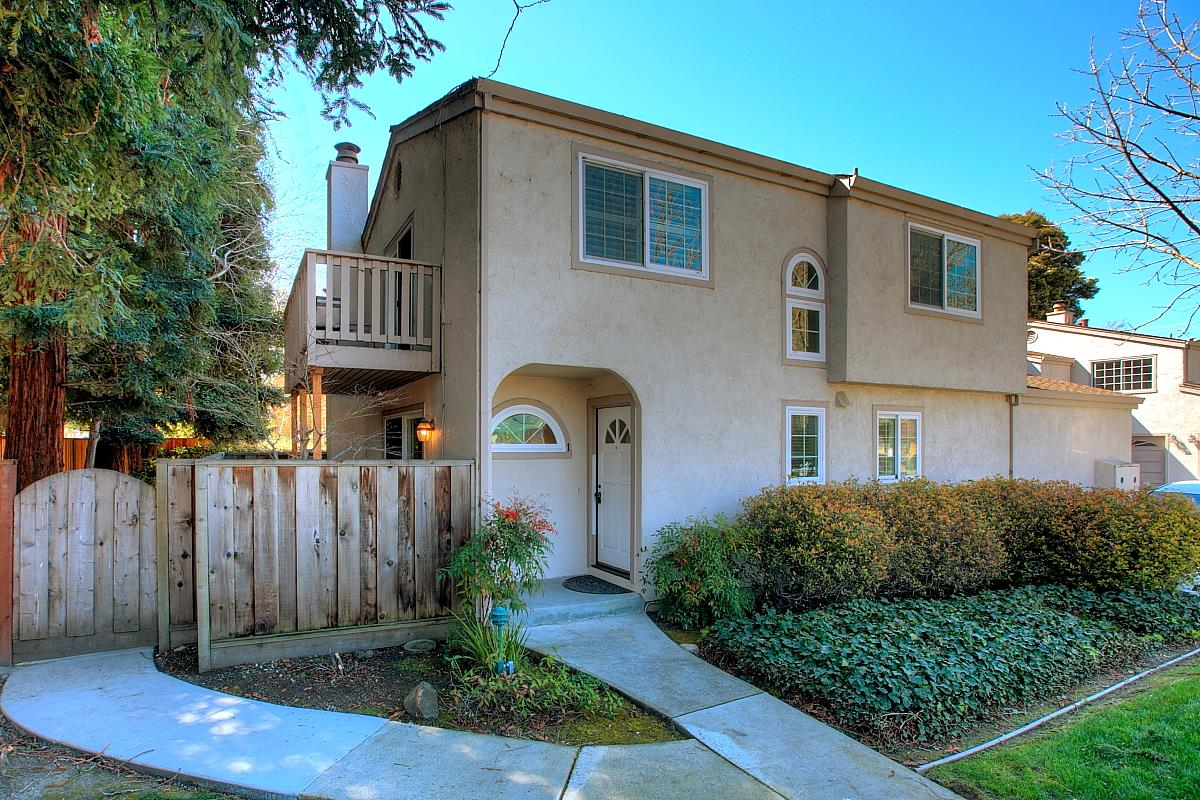 Detail Gallery Image 1 of 1 For 2091 San Luis Ave #1, Mountain View, CA 94043 - 2 Beds | 2/1 Baths
