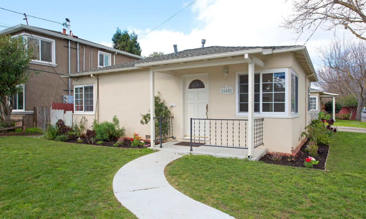 Detail Gallery Image 1 of 13 For 1801 Latham St, Mountain View, CA, 94041 - 4 Beds | 2 Baths
