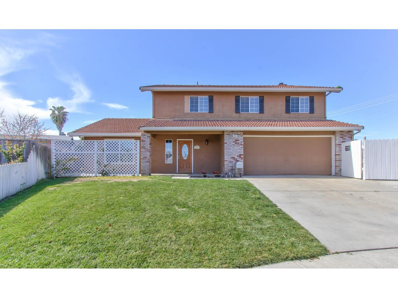 Detail Gallery Image 1 of 1 For 555 Pinewood Ct, Los Banos, CA 93635 - 4 Beds | 2/1 Baths