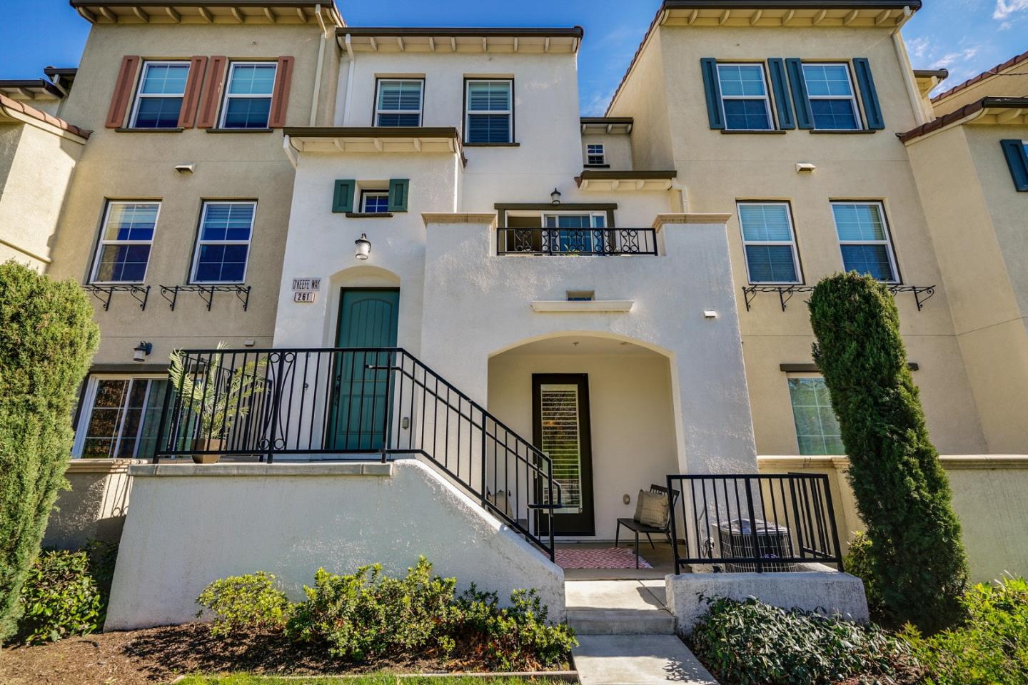 Detail Gallery Image 1 of 15 For 261 Okeefe Way, Mountain View, CA, 94041 - 2 Beds | 2/1 Baths