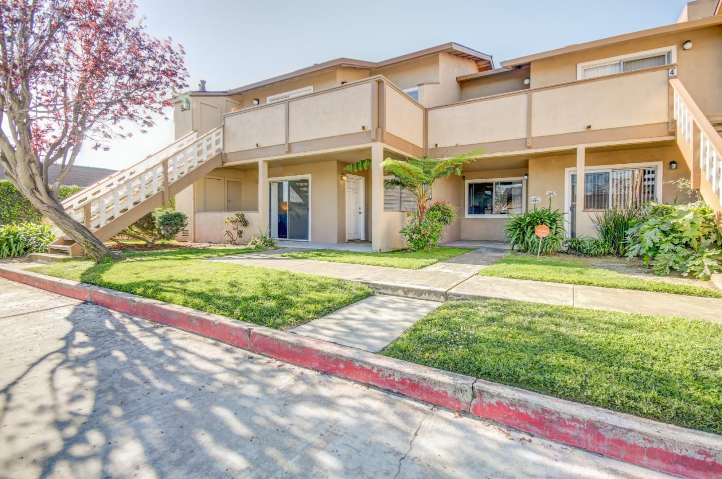 Detail Gallery Image 1 of 16 For 1055 Padre Dr #1, Salinas, CA, 93901 - 2 Beds | 1 Baths